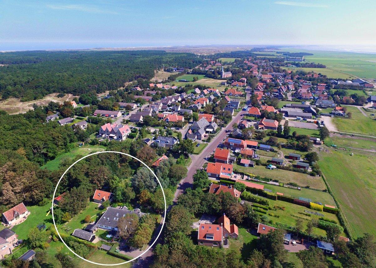 luchtfoto vakantiehuizen te Oost Terschelling